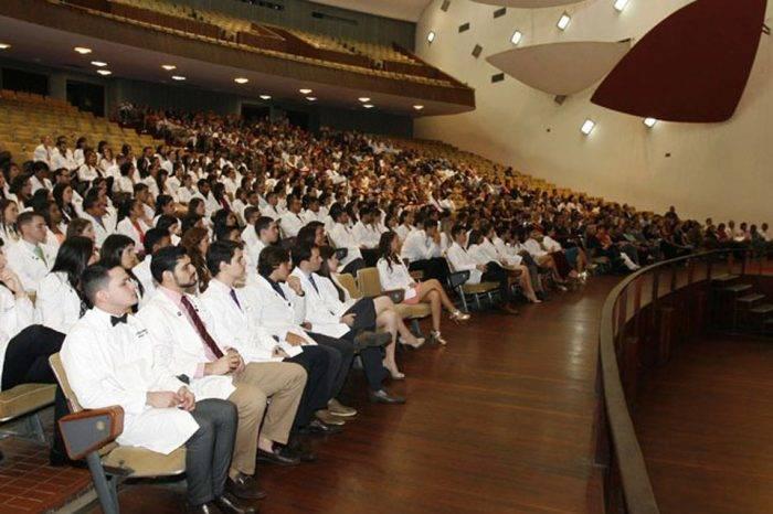 Graduación de médicos en el Aula Magna-UCV