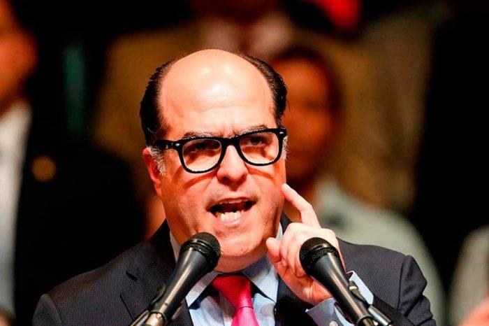 Julio Borges: Gobierno pretende subir la gasolina en 1.000 veces su precio