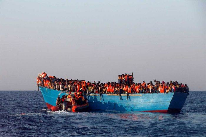 España implementará plan de choque para dar trato correcto a los inmigrantes