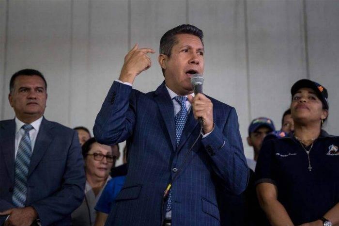 Militantes de la Causa R manifiestan su respaldo a la candidatura de Henri Falcón