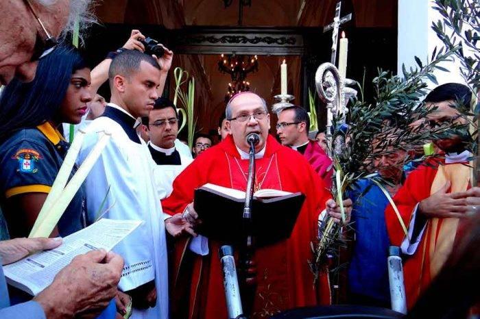 """Obispo auxiliar de Caracas pidió """"desterrar el despilfarro de los bienes"""" del país"""