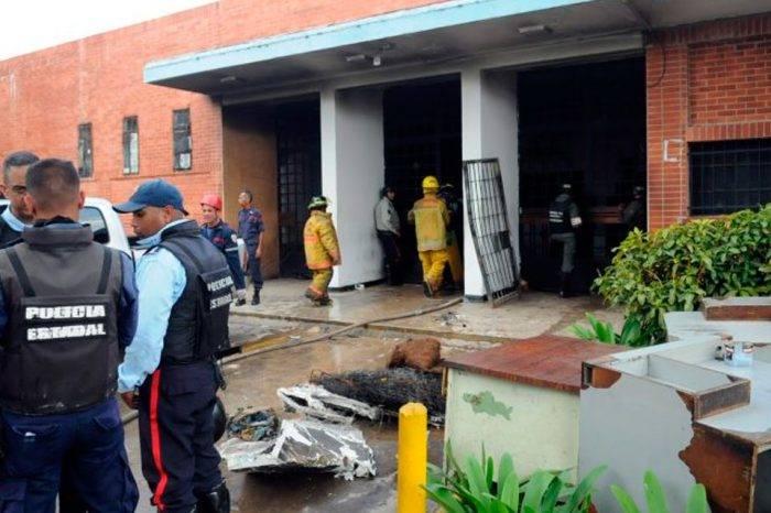 Familiares de reclusos que perdieron la vida en motín de Carabobo retiran los cuerpos