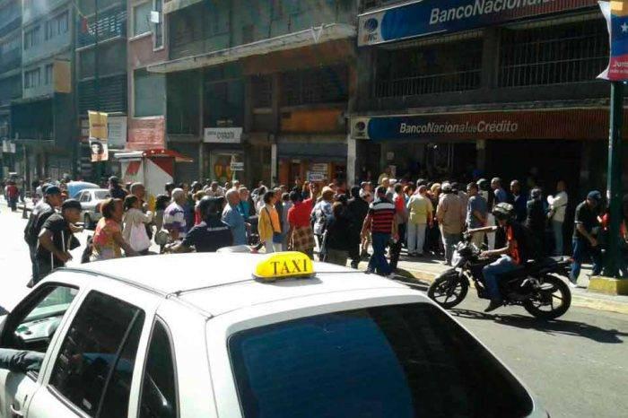 Pensionados protestan en diferentes zonas del país por irregularidades en el pago