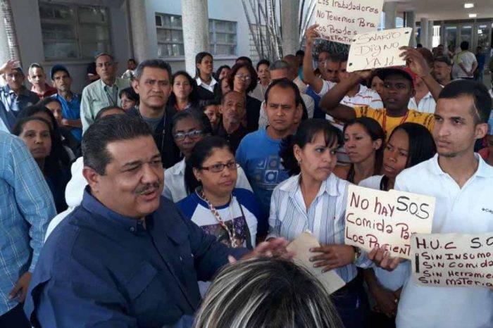 En el Hospital Universitario amenazan a trabajadores que no acuden por falta de efectivo