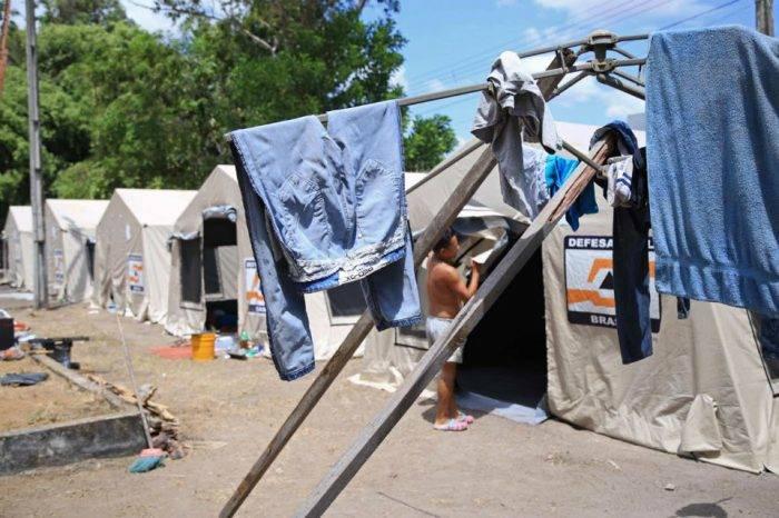 Queman pertenencias y expulsan a venezolanos refugiados en estado de Roraima