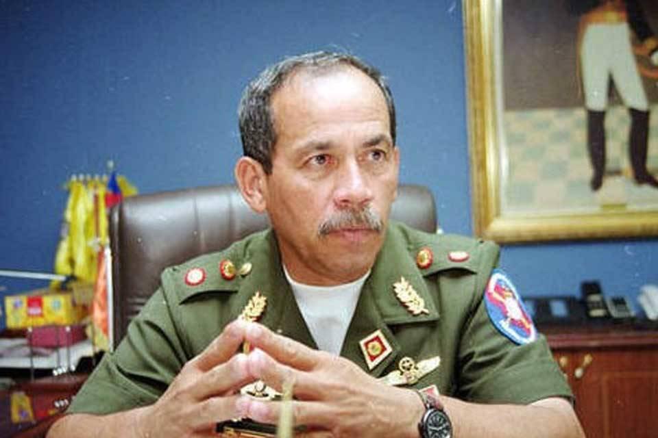 Víctor Cruz Weffer general retirado