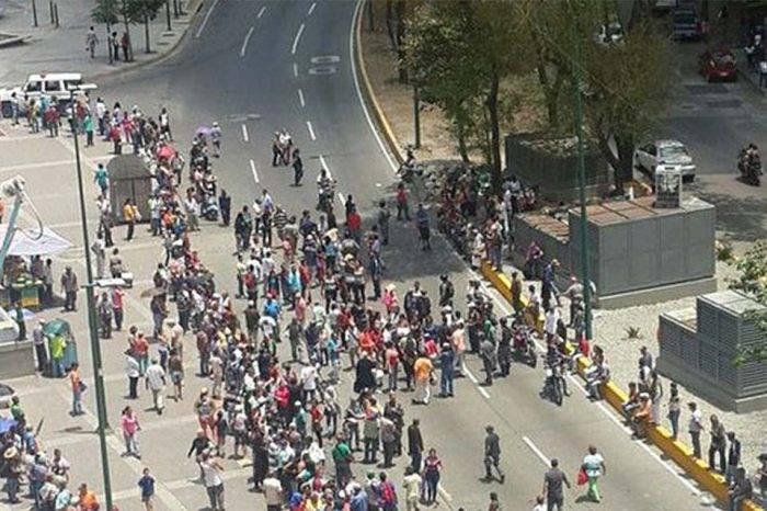 Habitantes de El Valle manifestaron exigiendo comida