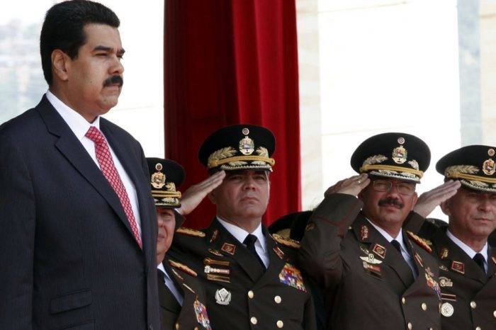 Maduro y militares. Foto: El Mismo Paìs