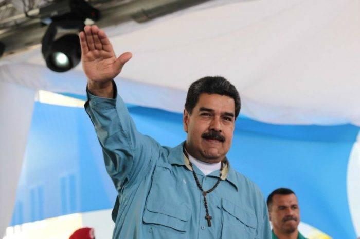 Maduro repudia sanciones de EEUU y dice que financiará viviendas con petros