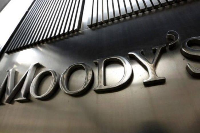 Moody's baja calificación de Venezuela y espera fuertes pérdidas para inversores en bonos
