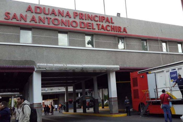 Cortes de luz impiden que venezolanos puedan sellar pasaportes en Táchira