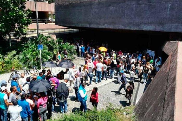 Venezolanos acuden masivamente a censarse en Medellín