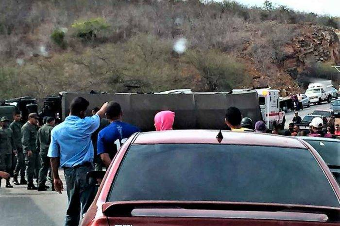 20 soldados de la FAN heridos al volcarse un convoy en la carretera nacional de Cumaná