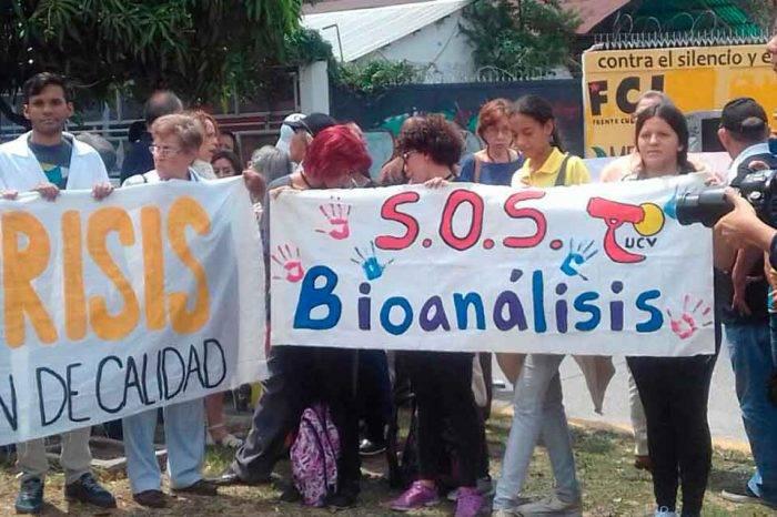 Bioanalistas en Vargas se sumaron al paro indefinido de enfermeros