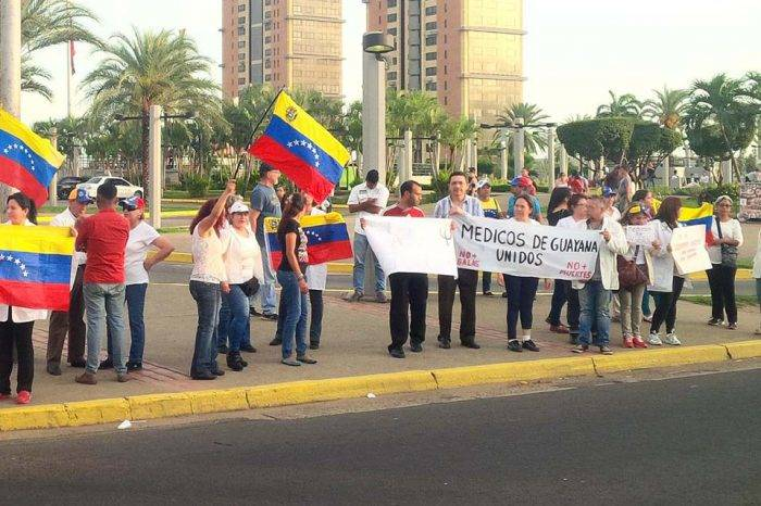 Sebin intentó disolver protesta de médicos en Guayana mientras llegaba Maduro