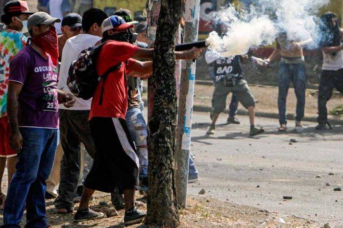 EEUU ordena a funcionarios de su embajada en Nicaragua salir del país