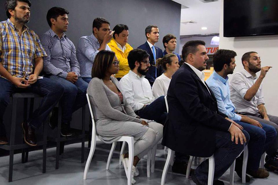 Reunión con la comunidad. Foto: Roberto Patiño