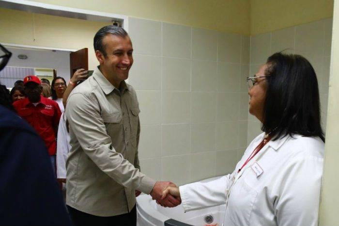 """El Aissami asegura que en Venezuela hay un sistema de salud """"vergatario"""" y de """"calidad"""""""