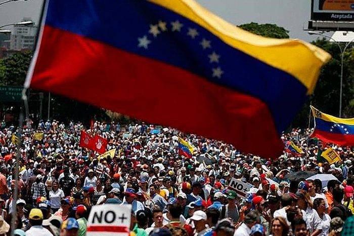 Totalitarismo y democracia, por Juan Páez Ávila