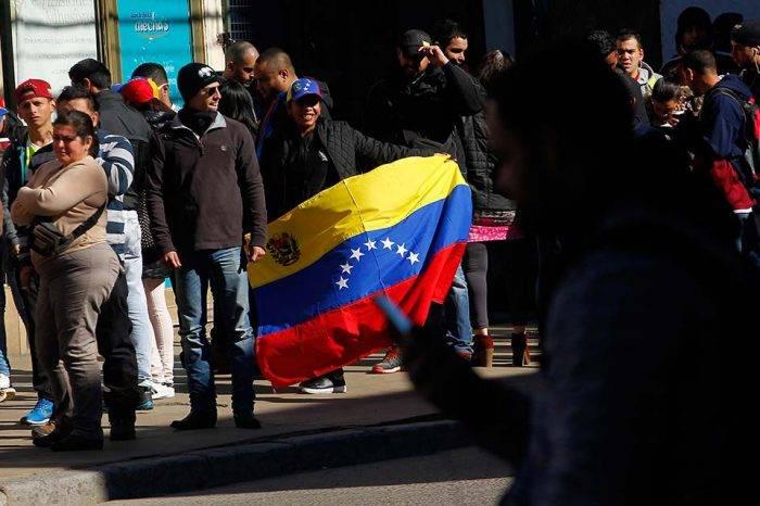 Gobierno de Chile estudia visa de residencia temporal para venezolanos