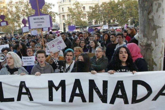 """""""Abuso sexual es violación"""": sentencia a """"La Manada"""" indigna a España"""
