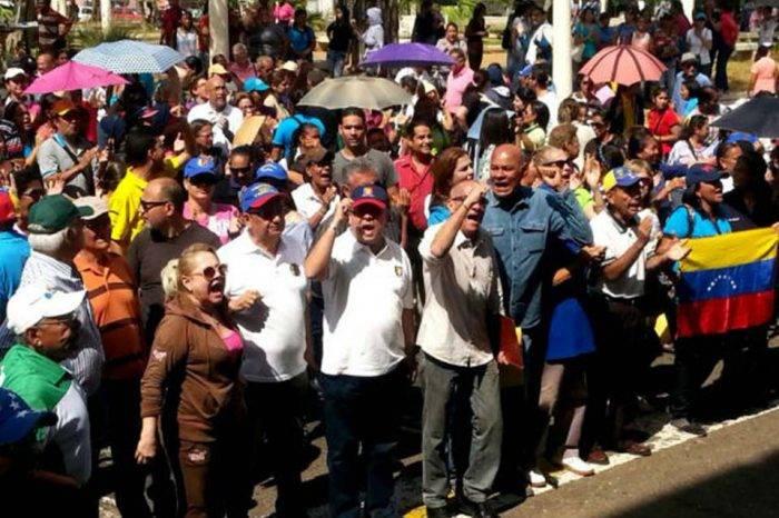 Maestros del estado Zulia marcharon para pedir el pago de los aumentos salariales