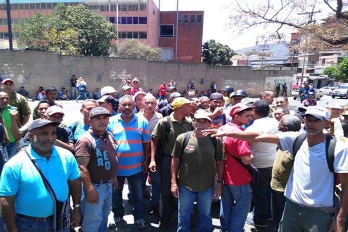 Trabajadores del aseo exigieron a la Alcaldía de Caracas pago de sueldos retrasados