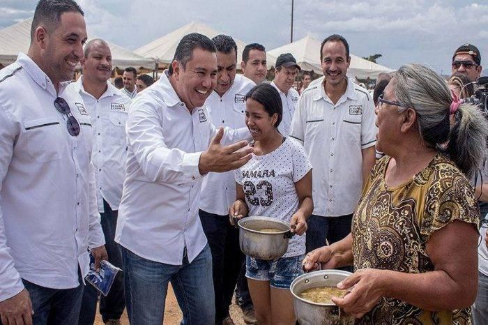 Bertucci celebró el Día de las Madres con almuerzo gratuito
