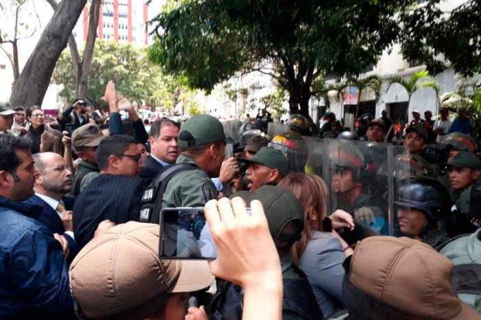 SNTP condena agresiones que sufrieron periodistas en la inmediaciones de la AN