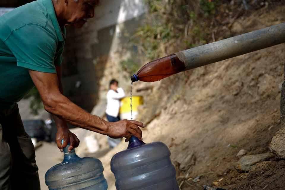 """Vecinos del Encantado denuncian """"desidia"""" y """"negligencia"""" de Hidrocapital"""