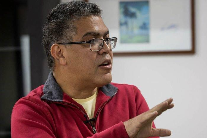 Elías Jaua insinúa que el aumento de gasolina es un tema que está en puertas