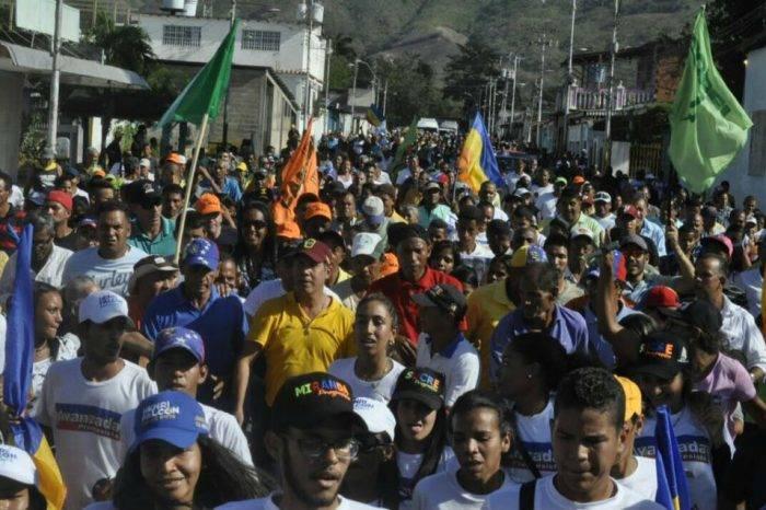 """Henri Falcón: Venezuela es el único país que se """"asusta"""" ante incremento salarial"""