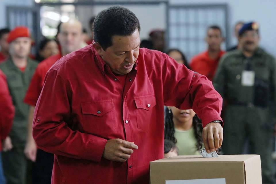 Hugo Chávez voto
