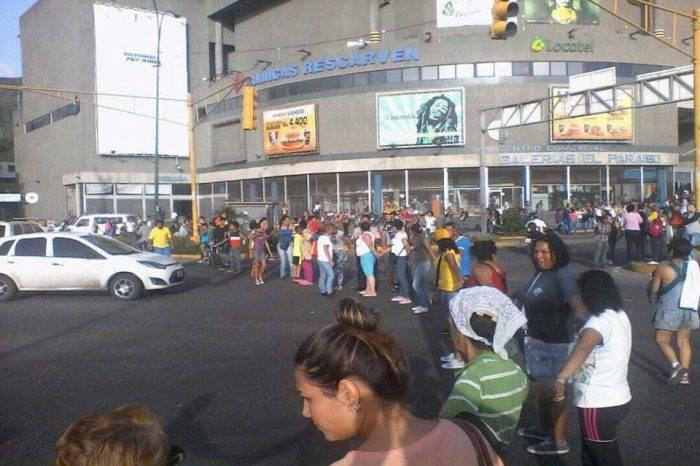 Vecinos de La Vega protestaron por robo a comedor comunitario