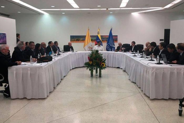 Mesa de diálogo. Foto: Alba Ciudad 96.3 FM