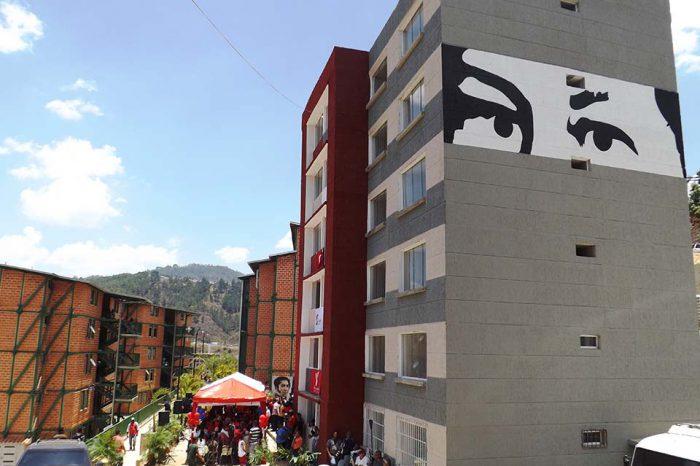 """Maduro entregó más de mil viviendas en Margarita que calificó como """"la más grande"""""""