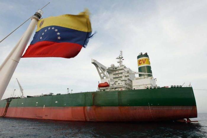 Colisión de un buque paraliza el puerto petrolero más importante del país