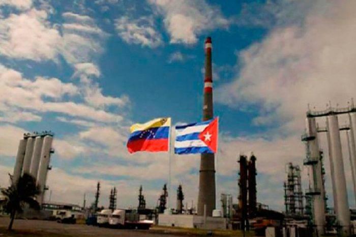Venezuela reanuda envío de crudo mediano a Cuba pese a caída en la producción