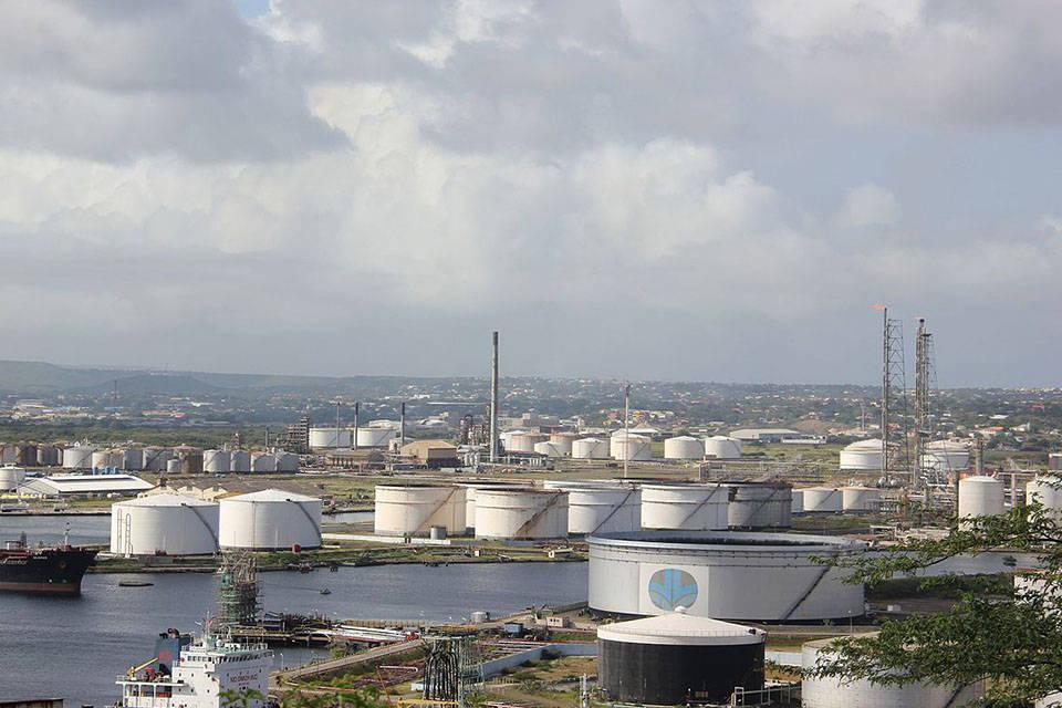 Refineria Isla en Curazao