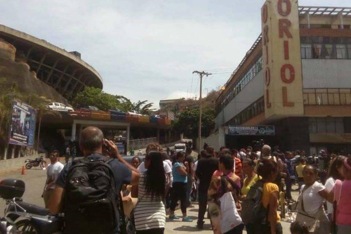Familiares de presos en El Helicoide denuncian que tienen diez días aislados