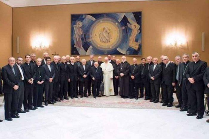 Obispos de Chile presentan su renuncia ante el papa Francisco por caso de abuso sexual