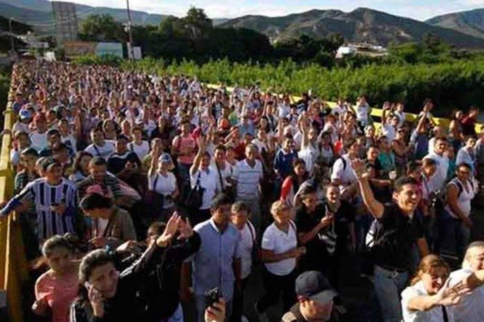 """""""Estampida de venezolanos"""" abarrotó frontera colombiana"""
