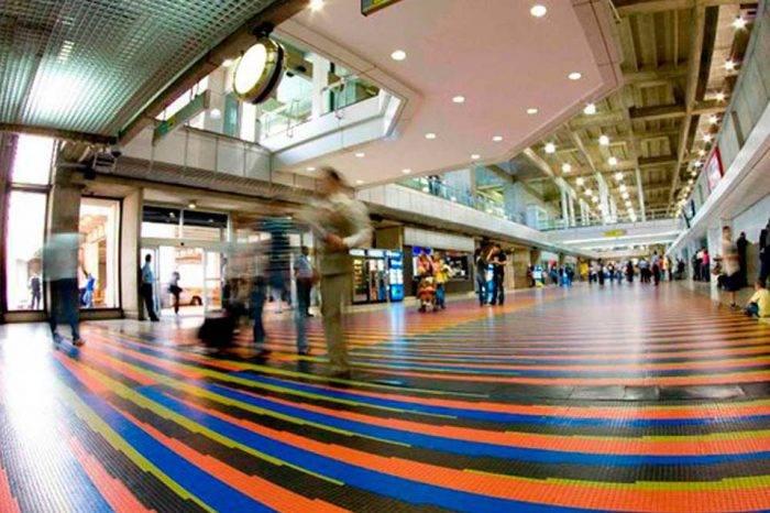 Viajeros pasan calor en aeropuerto de Maiquetía por fallas en aire acondicionado