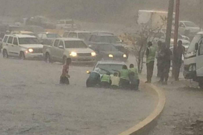 Fuertes lluvias causaron estragos en las calles de Caracas este miércoles