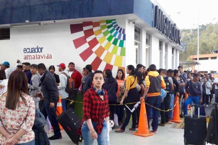Ecuador exigirá pasaporte a venezolanos desde el 18 de agosto ante ola migratoria