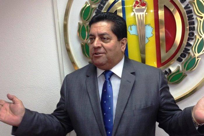 Edgar Zambrano reconoce que oposición está en desventaja por su fraccionamiento
