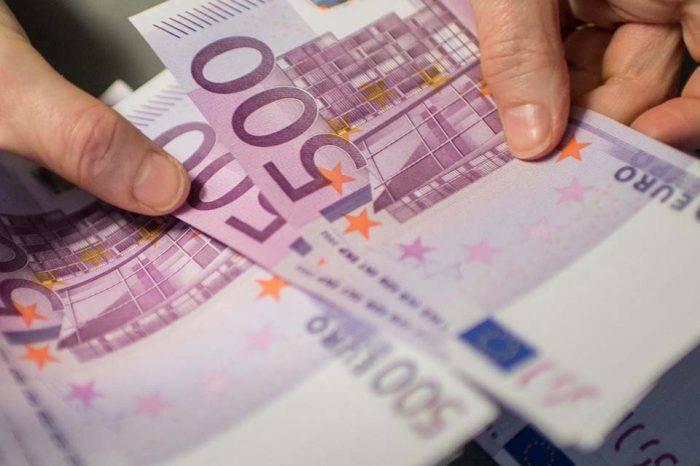 En maletas por avión o en barcos llegan euros en efectivo al BCV