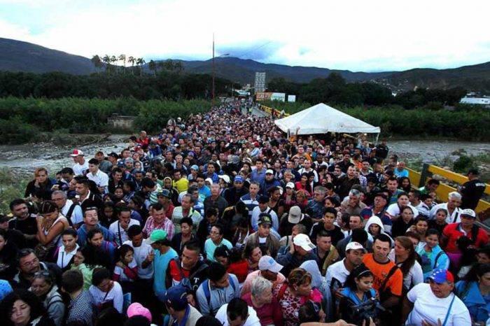 Colombia estudia declarar emergencia en la frontera por migración venezolana