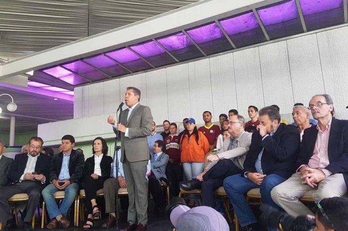"""Henri Falcón aboga por una """"concertación"""" y diálogo entre opositores"""