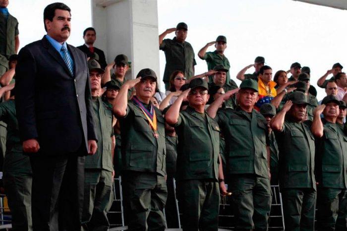 Maduro reduce el número de militares en su gabinete